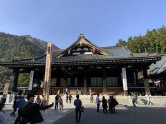 久遠寺の本堂。内部の写真撮影は不可でしたが、天井には龍の絵(加山又造昨「墨龍」)があったり、日蓮の像と糸でつながっていたりと、見所たくさんな場所でした。