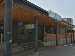 小田急線鶴巻温泉駅です。駅前は静か。