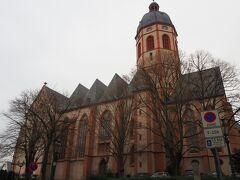坂道を上り、ザンクトシュテファン教会に到着。