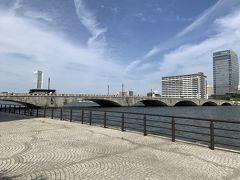 万代橋まで歩いてきました。万代橋はアーチがきれいです。そして、新潟地震の際も橋が崩壊しなかったことで有名です。