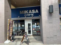 横須賀に来たから、やっぱりカレー食べたいな、ということで、横須賀芸術劇場近くのカフェへとやってきました。