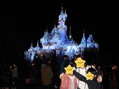 お城の夜景で最後の記念撮影です。  これでお楽しみはおしまいかぁ。。。