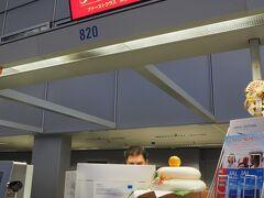 12月31日 JAL408  フランクフルト19:40発 成田行きで帰国します。 JALのチェックインカウンターには鏡餅が飾られていました。