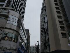 今回川崎の観光地など全く調べずに来たので、ほんとにあてもなく歩き、結局行きつく先はパチンコ屋です(笑。昼食代くらいは勝てました。