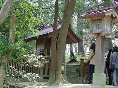 参道の右側にあった小さな祠は祓社(はらえのやしろ)です.参拝者はまずここを参拝して身を清めるそうです.