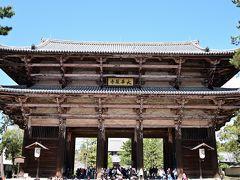 そしてあまりにも巨大な門の正面へ。 これで何回目か忘れましたが、いつ見てもその威容に圧倒されます。。。