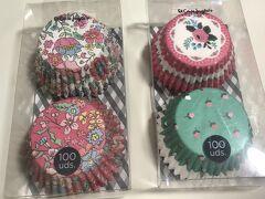 エルコルテイングレスの調理器具屋付近で売っていたカップケーキの型。柄がお上品でかわいい! 2つ5.9€。