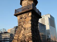 当初、靖国神社に建てられた高燈篭。昔は品川沖を出入りする船の目印として灯台の役割も果たしていたそう。関東大震災後に改修され、現在地に移転しました。