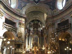 シュテファン大聖堂と比べると小さいですけど、内部の豪華さは負けていません。