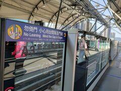 新北産業園区駅で桃園MRTに乗り換えます。 直達車(快速)の停車駅なので、空港までもスイーっと行くことが出来ました。