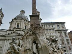 アルテンプス宮を出たら、雨が止んでいました。  南下してナヴォーナ広場です。