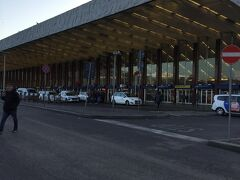 ホテルで朝食を済ませ 7:40にはチェックアウトして テルミニ駅へきました