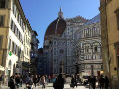 ホテルから徒歩でサンタ・マリア・デル・フィオーレ大聖堂へ向かいます  わりと近い