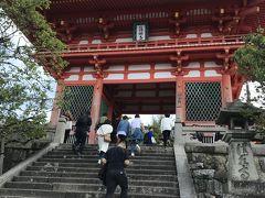 さて、階段を上って清水寺です。
