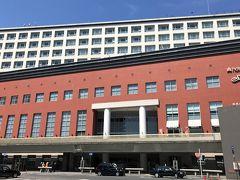 ●ホテル日航奈良  「奈良公園」から路線バスに乗り、朝出発したJR奈良駅前に建つ「ホテル日航奈良」へと戻ってきました。 ホテルで預けていた荷物を受け取り、最後、旅の大トリとなるスポットへと移動していくことにしますが、その模様はまた別の旅行記で。  最後までお付き合いいただき、どうもありがとうございました。