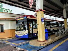 フェリー乗り場前のバスターミナルから無料のバスに乗ってホテルに戻りましょう。 ホテルまで歩かなかったの?と思われた方、タダなら私だってバスに 乗るのよ。 途中、校門にダッシュで向かう学生さんとか いくら世界遺産でも普通に生活している姿も見られて楽しかったわ。