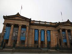 150年の歴史ある国立美術館。  この日は木曜日で閉館時間は19:00。(2014年5月当時) ロンドンと同じくこちらも無料です。