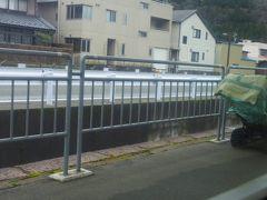 今庄駅ホームには除雪機が置いてあり雪国らしいです。
