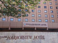 ゆいレールの旭橋で降り本日宿泊のホテルのハーバービューホテルへ。 しかし少し迷いかなり時間がかかりました。坂道なのもあり余計つかれました。見えるけど着かない…。