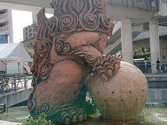 牧志駅近くのさいおんうふしーさー。 うふとは大きいという意味ですって。 確かに大きいです。