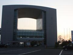 小樽フェリーターミナル。 小樽駅まで歩くので、天気がよくてよかったです。