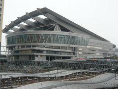 さいたま新都心の駅を降りると、さいたまスーパーアリーナが、見えます。  とても、大きな施設です。  最大37,000席を使用できる国内最大級の多目的施設だそうです。  さまざまな用途に、使用されているとのことです。