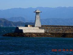 江戸時代からの標(しるべ)として石で造られた高燈籠。