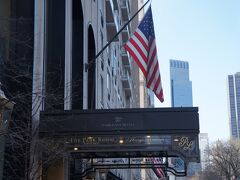 【パークレーンホテル】 場所はセントラルパークに面した一等地にあります。半ブロック先は5番街。 奥に見えるのが、『タイムワーナーセンター』と『トランプホテル』です。