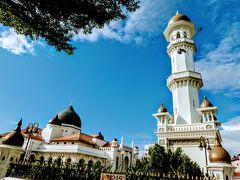 カピタン クリン モスク 多分金曜日だから入れないだろう初めから美しい姿を眺めただけ。