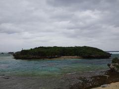 フクギ並木を出た先は海 という展開も良いですね。  この日海岸沿いはかなりの強風。 防風林としての役割があるフクギ並木の中は嘘のように穏やかでした。