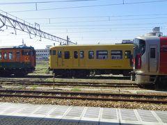 乗り換える為に降りた糸崎駅では新旧車両がそろい踏みしていました。
