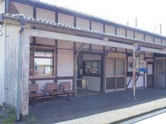 高水駅の木造駅舎にはツルの剥製が飾られていました。 後で調べると本州唯一のナベヅル飛来地の最寄り駅らしいです。