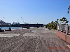 2つの見どころが休館だったので最後は、戦艦大和の艦橋を模した『大和波止場』https://yamato-museum.com/ym-image-47/ を歩いてみます。