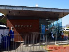 施設は休館でしたがミュージアム前のカフェは営業してた。