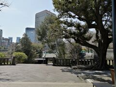 都会のオアシスの感じがあり、また、今でも、都心の中で、伝統的学問を学ぶ場であります。