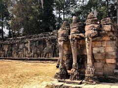 像のテラスと呼ばれる北門に向かう 城壁が観光スポットです。