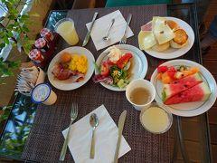 6年前、ホテルの朝食食べたさに出発が遅れ、ヴァチカン広場をじっくり見られなかった反省があるので3日目の朝は早起きしました。 今回のホテルは朝早くから朝食があるので、しっかり食べて出発することができました! それにしても朝食の種類が豊富でおいしい…。