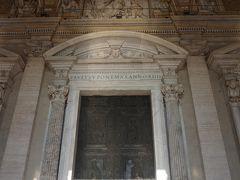 いよいよ中に入ります。 こちらは中央にあるフィラレーテの扉。 通常は閉まっていて、特別な儀式があるとき、開かれるそうです。