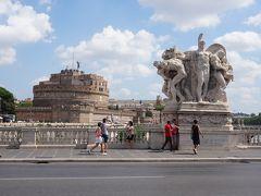 ヴィットリオエマヌエーレ2世橋を渡り、ナヴォーナ広場の方へ向かって歩きます。橋の彫刻もすごいですね。