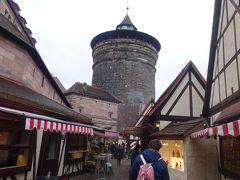 中世職人広場に来ました。ここにもクリスマスのお店があります。