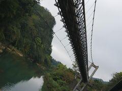 つり橋を渡って…。