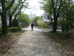 白幡緑道が、一旦、道路で途切れる形になっています。  白幡緑道は、途中、国道17号線の大里の交差点を経て武蔵浦和駅に通ずる道路と交差しています。
