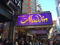 アラジンの土曜日昼公演を見ます。チケットは事前に日本で予約しました。