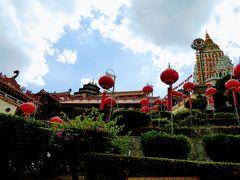 極楽寺は東南アジア最大級の大きさのお寺です。
