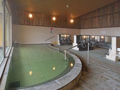 広い内湯・富士山が見える露天風呂・サウナ・水風呂があり、ゆったりのんびり温泉で癒せます。 登山で疲れた足をほぐしましょう。  泉質‥ナトリウム-炭酸水素塩泉(低張性弱アルカリ性高温泉)。  ※画像は、パノラマの湯公式サイトのものです。
