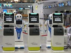 仕事を定時に終えて、急いで広州空港へ向かいことに。 ロボットが迎えてくれています。