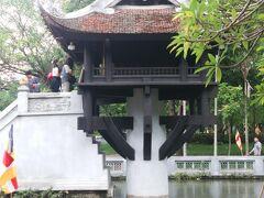 14:25 一桂寺 一本柱で支えられ、池に浮かぶ蓮の花のような建築が特徴