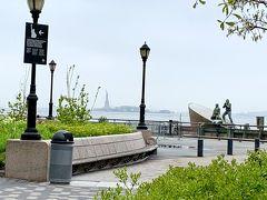 マンハッタンの南端にあるバッテリーパークから、自由の女神が立っているリバティ島にフェリーで渡ります。