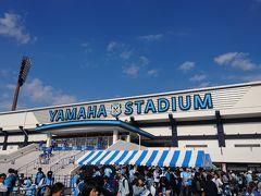 スタジアムへはレンタサイクルで向かいました。