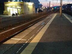 所変わってここは福山市の松永駅です。 結局、新岩国から三原まで新幹線を利用し、そこから在来線でここまで来ました。 友人とも約1年ぶりの再開です。